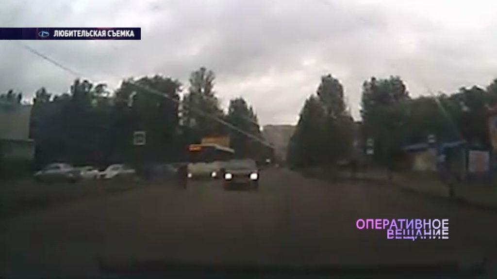 ВИДЕО: На Урицкого водитель на «Рено» едва не сбил мальчугана