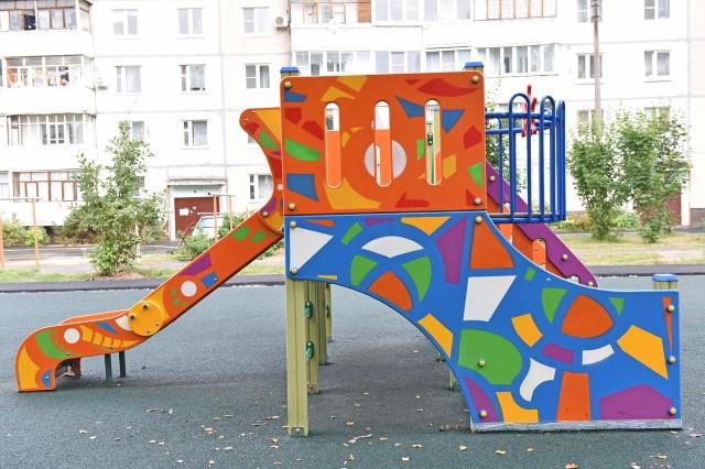 ФОТО: Во дворе Заволжского района установили новый детский городок