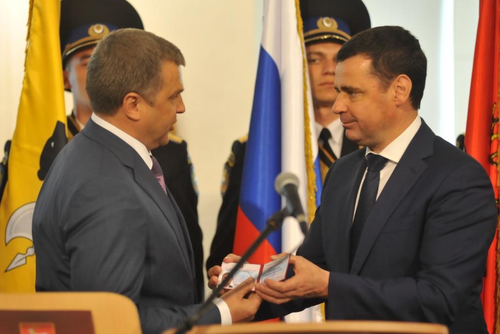 Дмитрий Миронов поздравил главу Ростовского района Алексея Константинова с официальным вступлением в должность