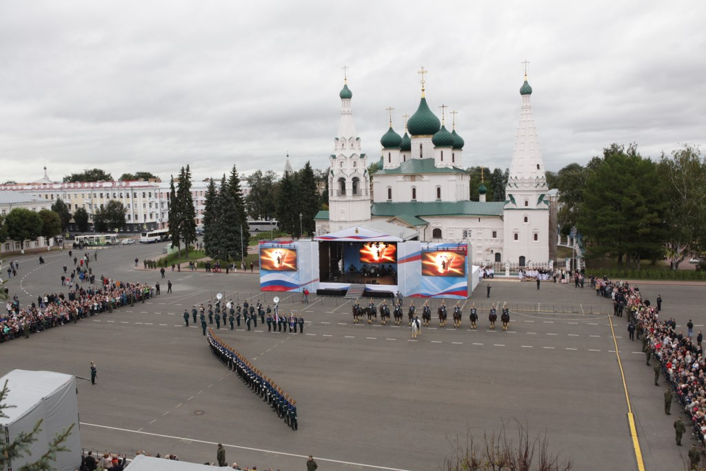 Торжественное мероприятие в честь открытия зоны ЮНЕСКО: конно-пеший караул Кремлевского полка, обновленный Демидовский сквер и концерт Дениса Майданова