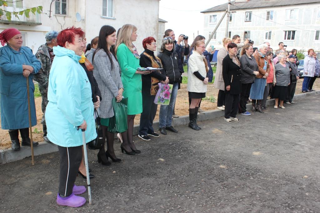 Жители Семибратова получили новые квартиры в рамках региональной программы расселения аварийного жилья