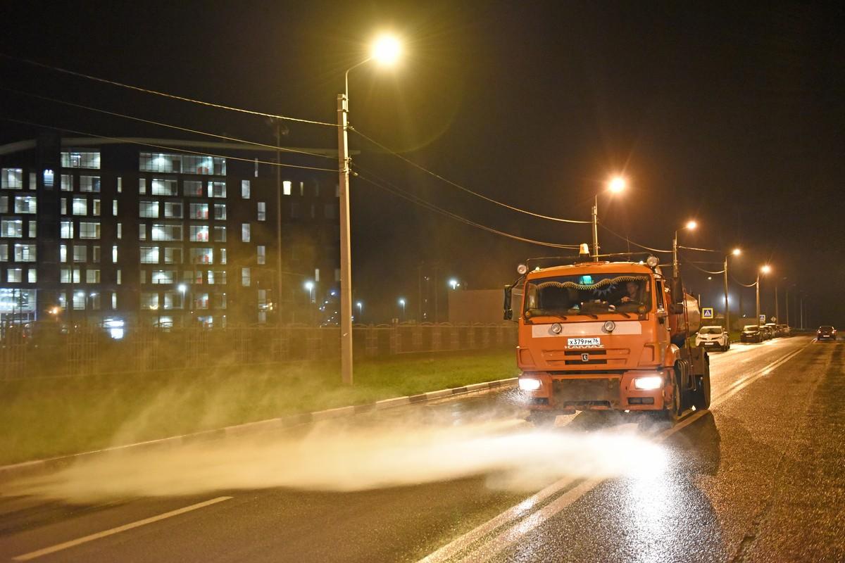 Улицы Ярославля убирают в круглосуточном режиме