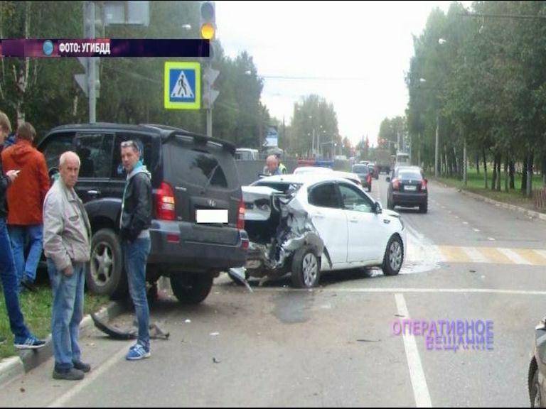 ДТП на проспекте Дзержинского с участием четырех иномарок – есть пострадавшие