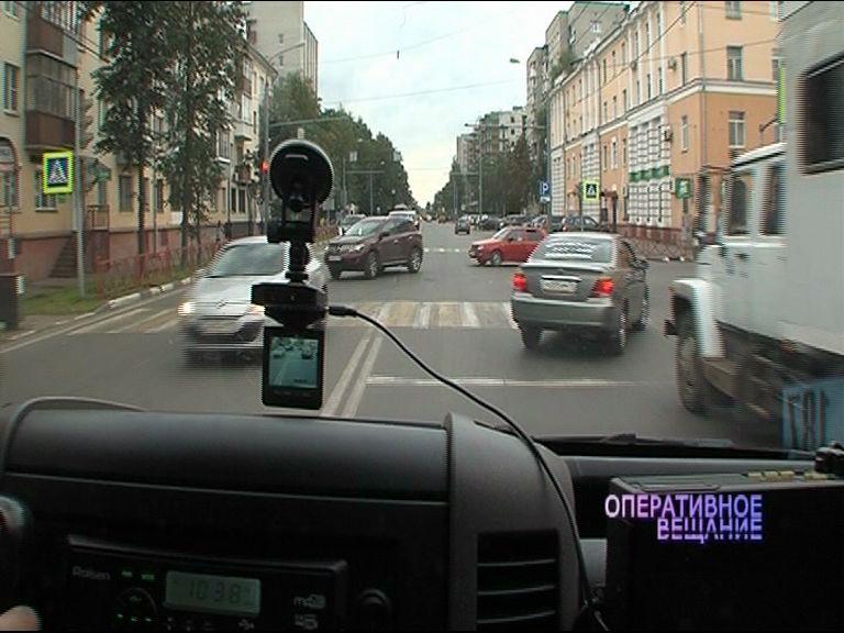 Сотрудники ДПС выяснили, как на ярославских дорогах пропускают машину скорой помощи