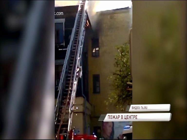 ВИДЕО: На улице Республиканской полыхал расселенный дом