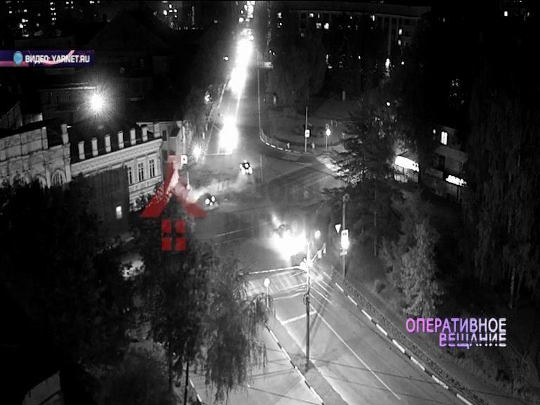 ВИДЕО: Водитель иномарки спровоцировал аварию на проспекте Октября
