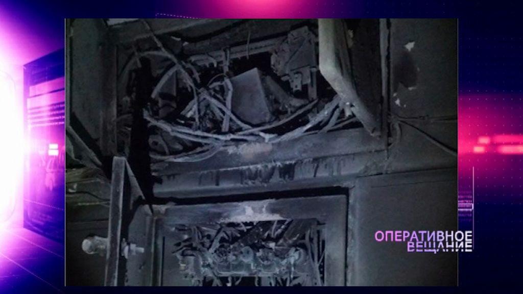 В многоэтажке Ярославля в подъезде выгорела электропроводка