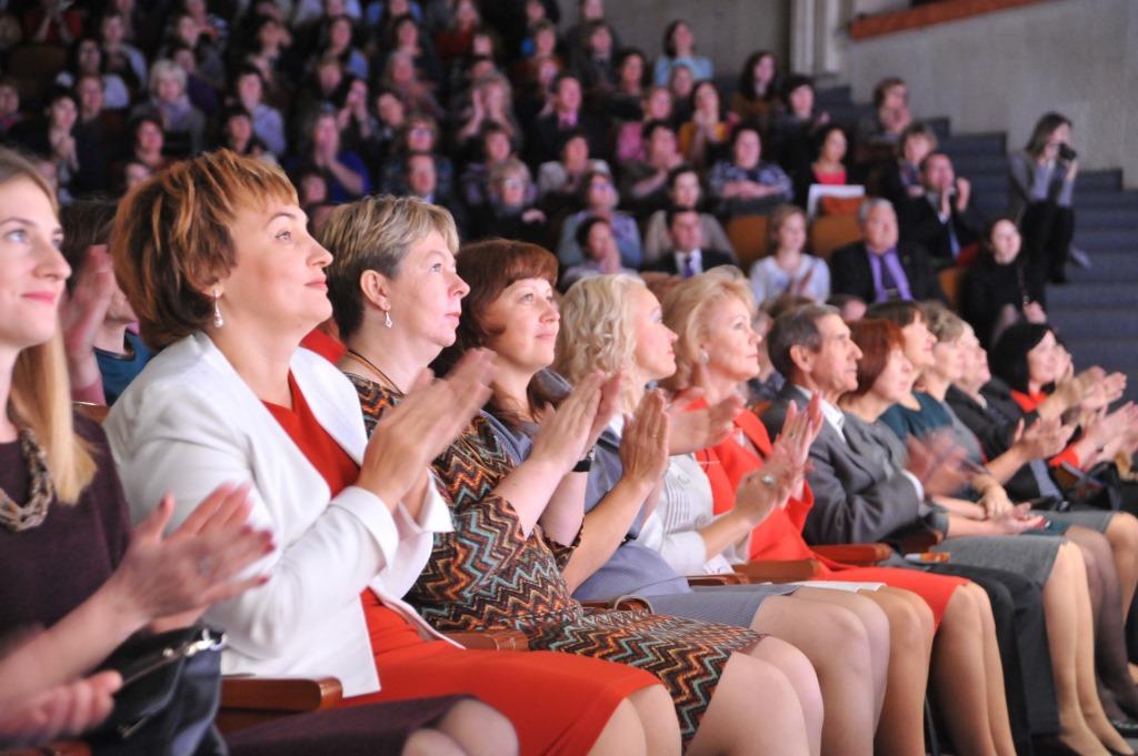 Дмитрий Миронов вручил награды лучшим учителям Ярославской области