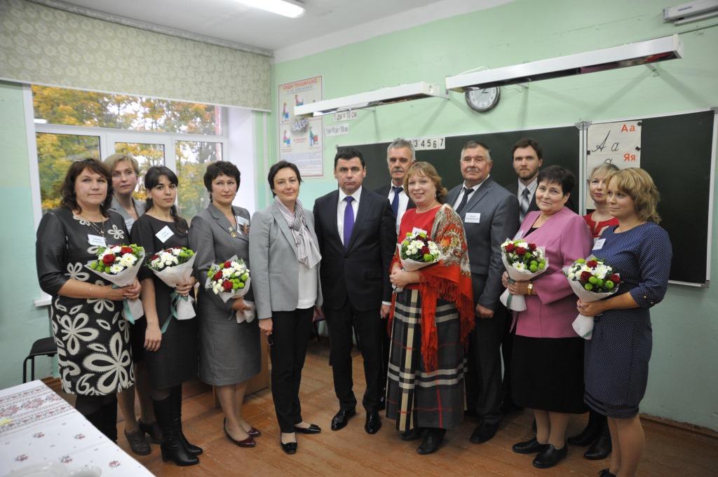 В День учителя Дмитрий Миронов встретился с педагогами борисоглебской школы