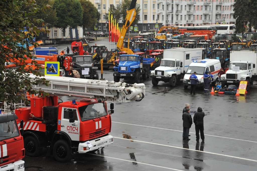 На Cоветской площади прошел городской смотр спецтехники