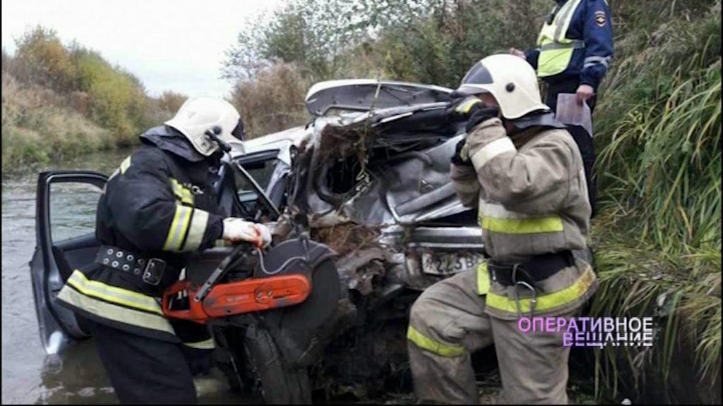 В Ярославле на Костромском шоссе иномарка упала в реку