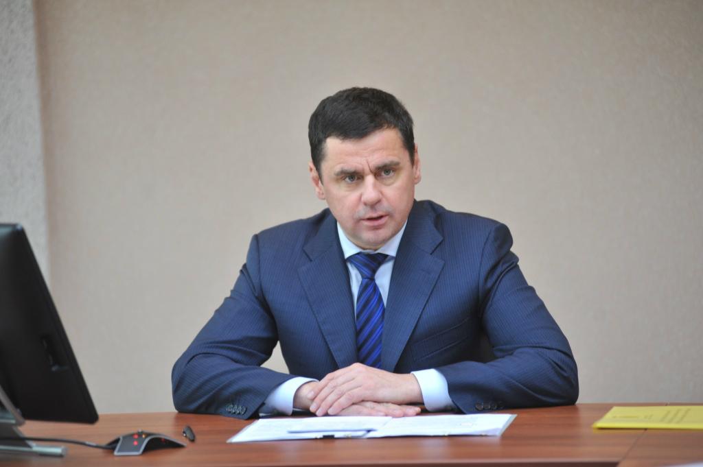 Дмитрий Миронов: «Прямая обязанность коммунальных служб области, чтобы в домах было тепло и светло»