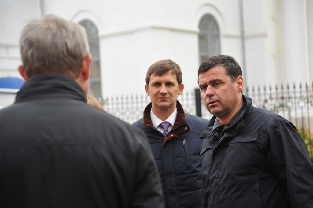 Дмитрий Миронов взял под контроль работу управляющей компании Кировского района