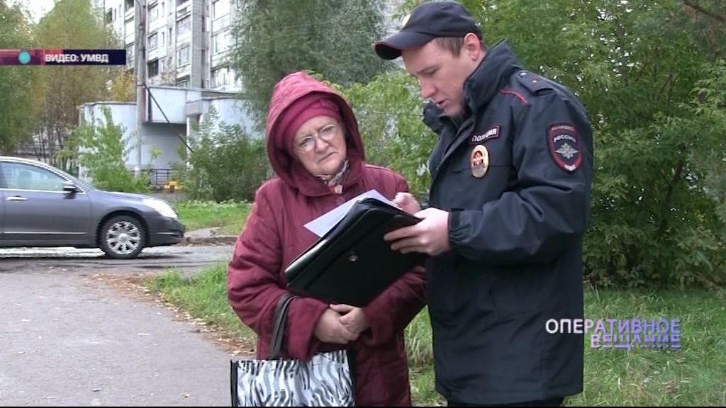 Десятки полицейских вышли на улицы с анкетами