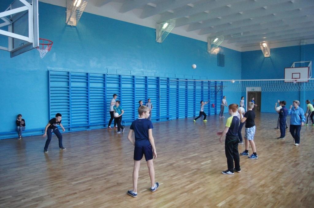 В рамках программы «Решаем вместе» в Ростовском районе отремонтировали школьные спортивные залы