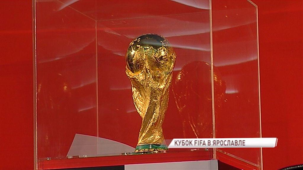 Огромная очередь в торговом центре Ярославля: в наш город прибыл Кубок Мира ФИФА