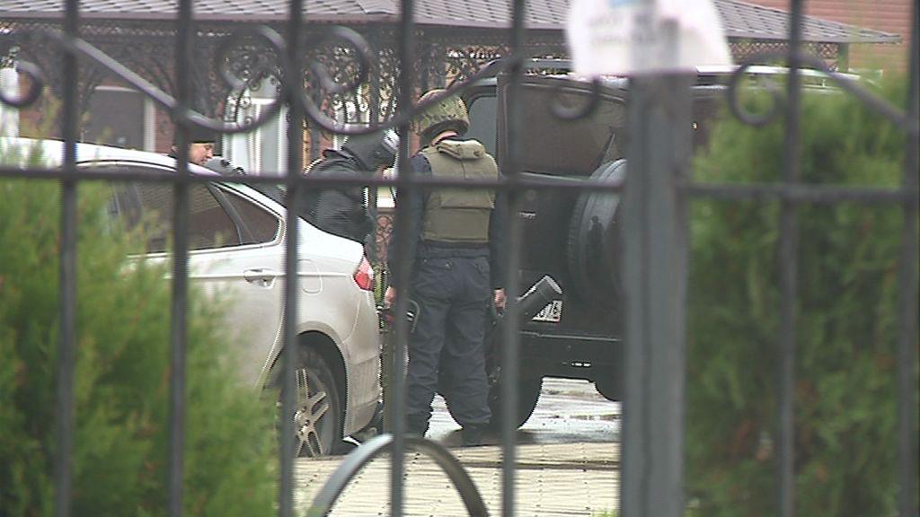 Мужчина, назвавший себя военным из Крыма, устроил дебош в гостинице, на место ЧП пришлось стягивать спецслужбы