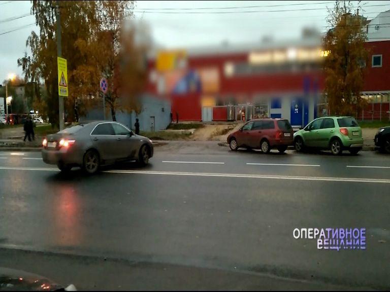 Выходки автохама попали на видео: проехался задним ходом, пересек двойную сплошную и выехал на встречку