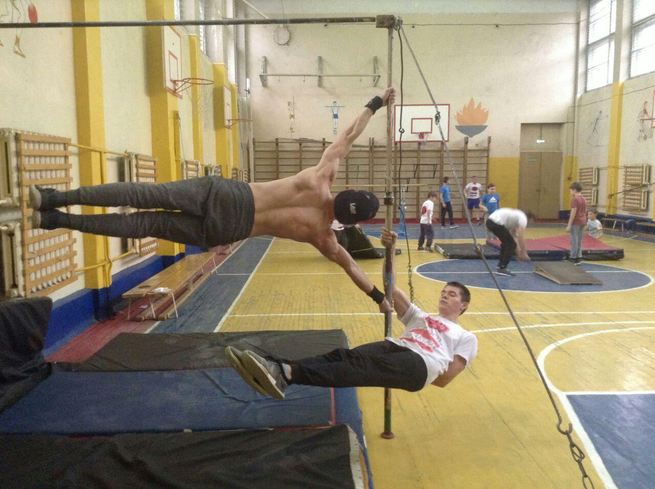 В Ярославской школе открылась первая секция занятия воркаутом