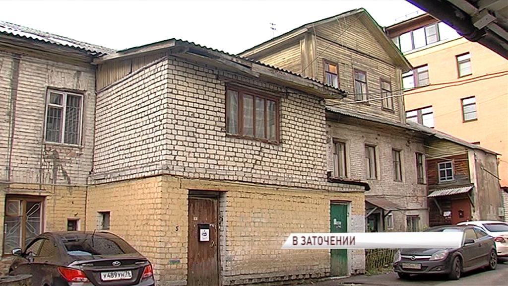Нечеловеческие условия: инвалид едва выживает в разрушающемся доме в центре Ярославля