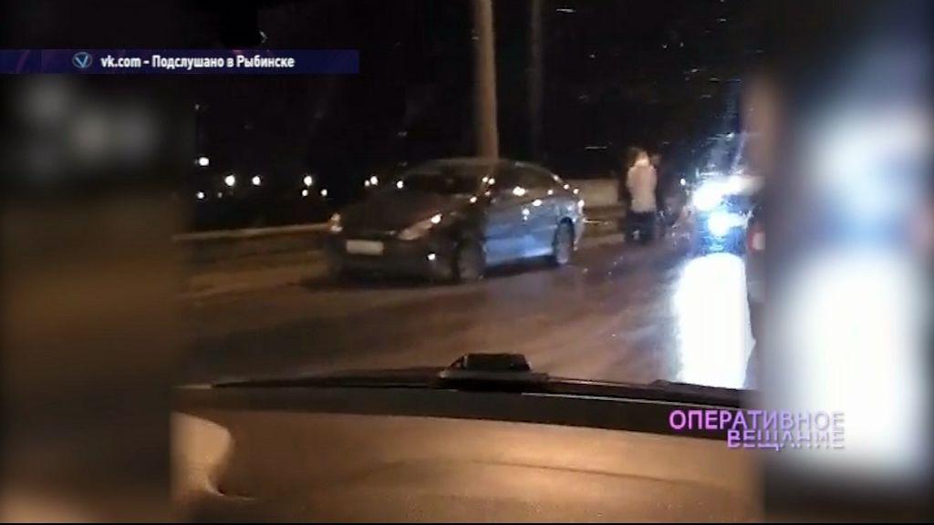 В Рыбинске в гололед не разъехалось семь автомобилей: два человека получили травмы