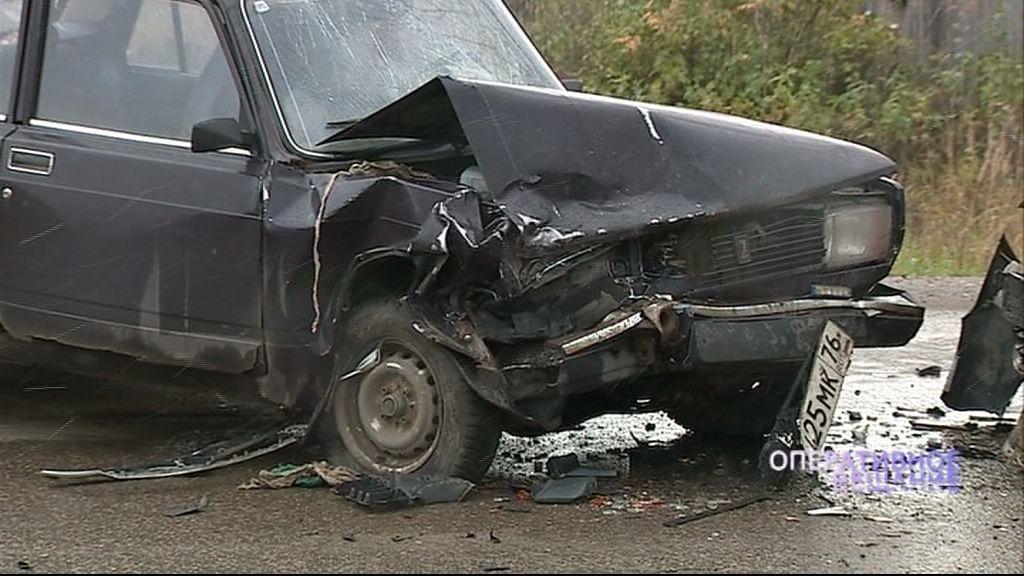 Недалеко от поселка Красный Кустарь лоб в лоб столкнулись два автомобиля