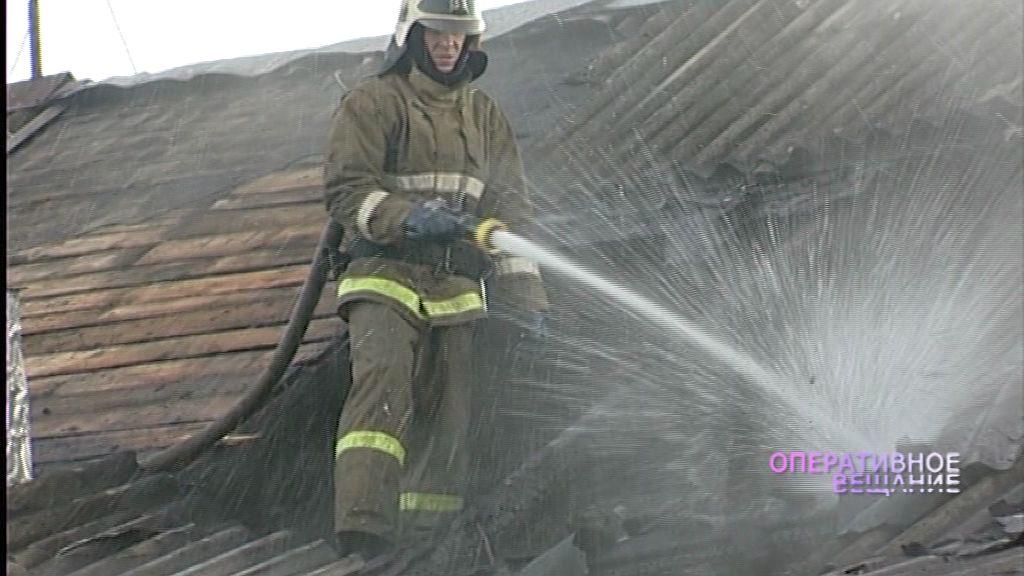 Сильный пожар в Ярославле: пожилой мужчина и несовершеннолетние дети оказались в огненной ловушке
