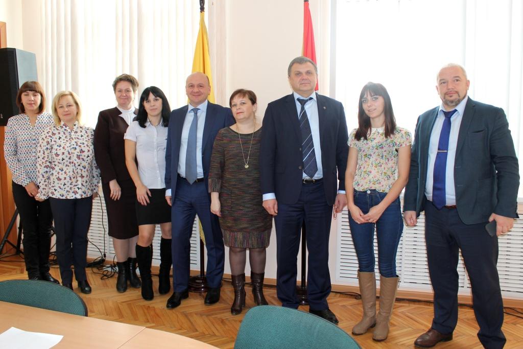 20 многодетных семей Ростовского и Ярославского районов бесплатно получили земельные участки