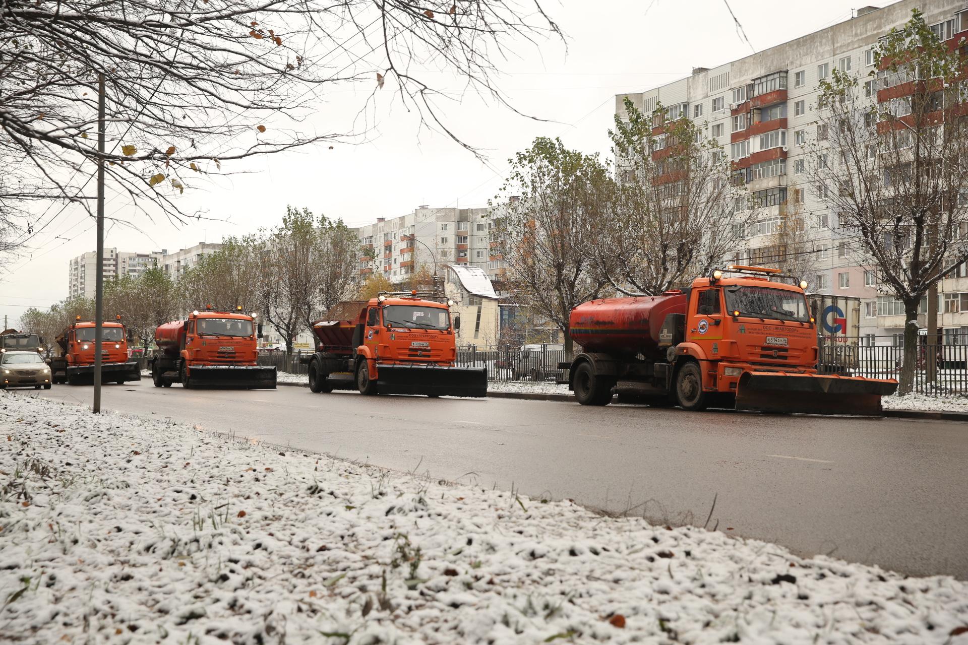 Дорожники впервые вышли на уборку снегопада