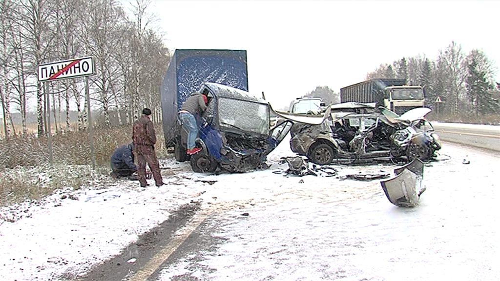 Первый сильный снегопад привел к первым жертвы на ярославских трассах