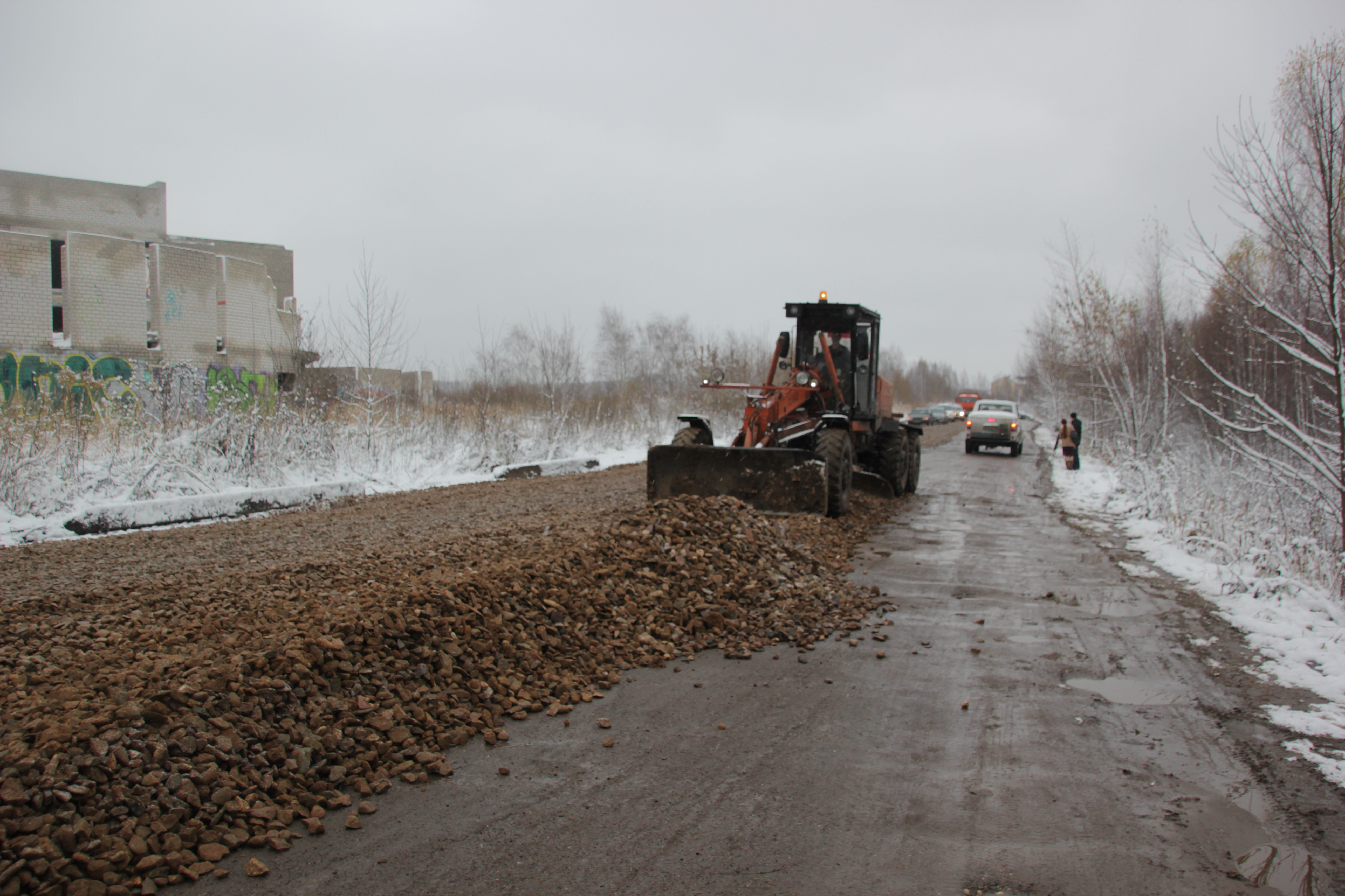 Грейдеры вышли ремонтировать участок улицы Красноборской