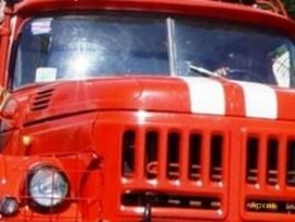 В Заволжском районе огнеборцы почти час тушили горевшую легковушку