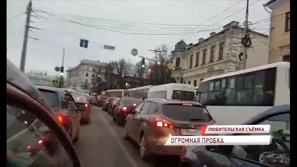 Ярославль сегодня погрузился в транспортный коллапс из-за митинга коммунистов