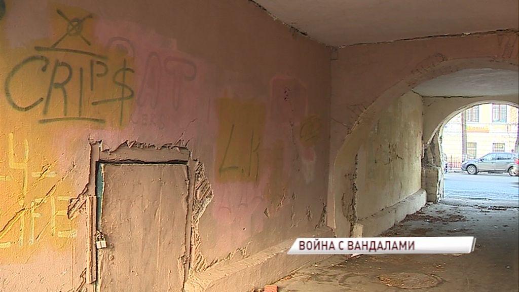 На фасадах исторических зданий в зоне ЮНЕСКО стали появляться граффити