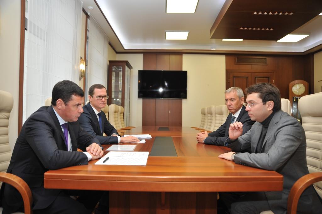 Дмитрий Миронов обсудил с замминистра строительства и ЖКХ Андреем Чибисом реализацию программы по формированию комфортной среды