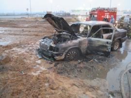 В Ярославле около торгового центра сгорел автомобиль «Волга»