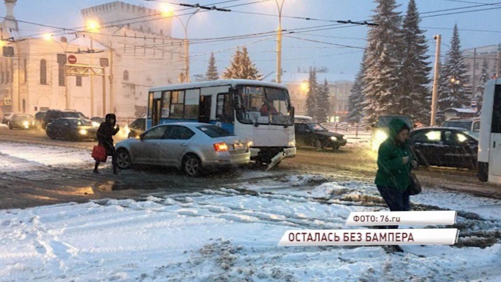 На площади Волкова в ДТП попала маршрутка