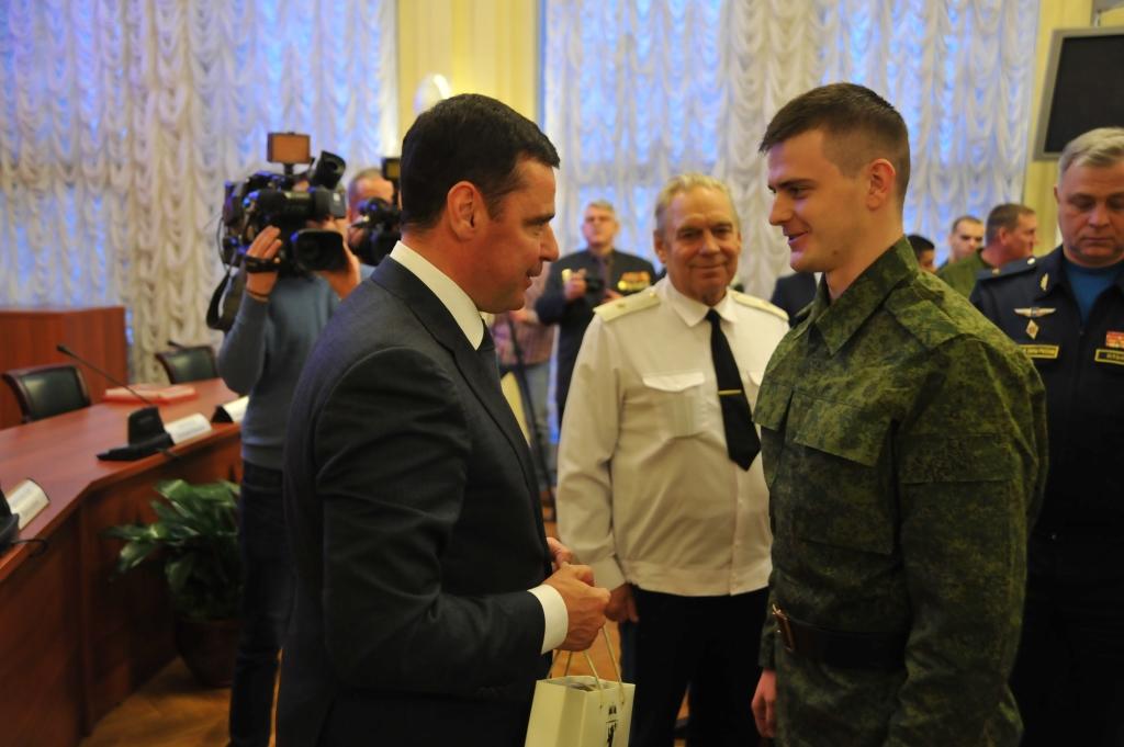 Дмитрий Миронов проводил корреспондента «Первого Ярославского» в Президентский полк