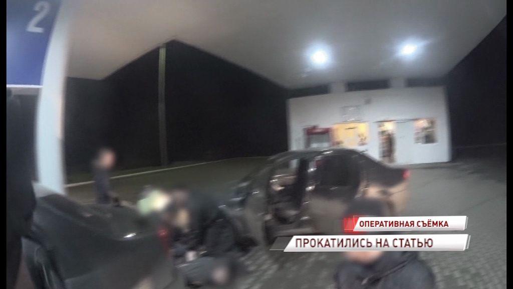 Схватили прямо на заправке: силовики поймали двух ярославцев с героином