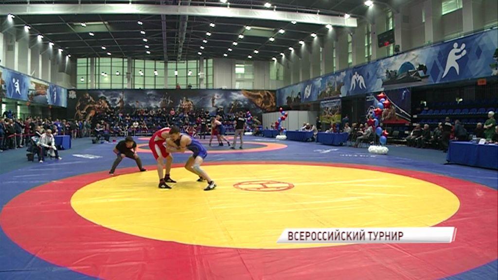 300 борцов со всей страны выявляли сильнейшего на турнире в Ярославле