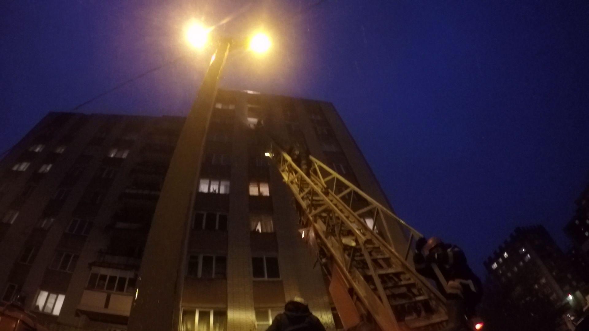 Из-за ссоры с подругой 25-летний парень едва не сиганул с многоэтажки