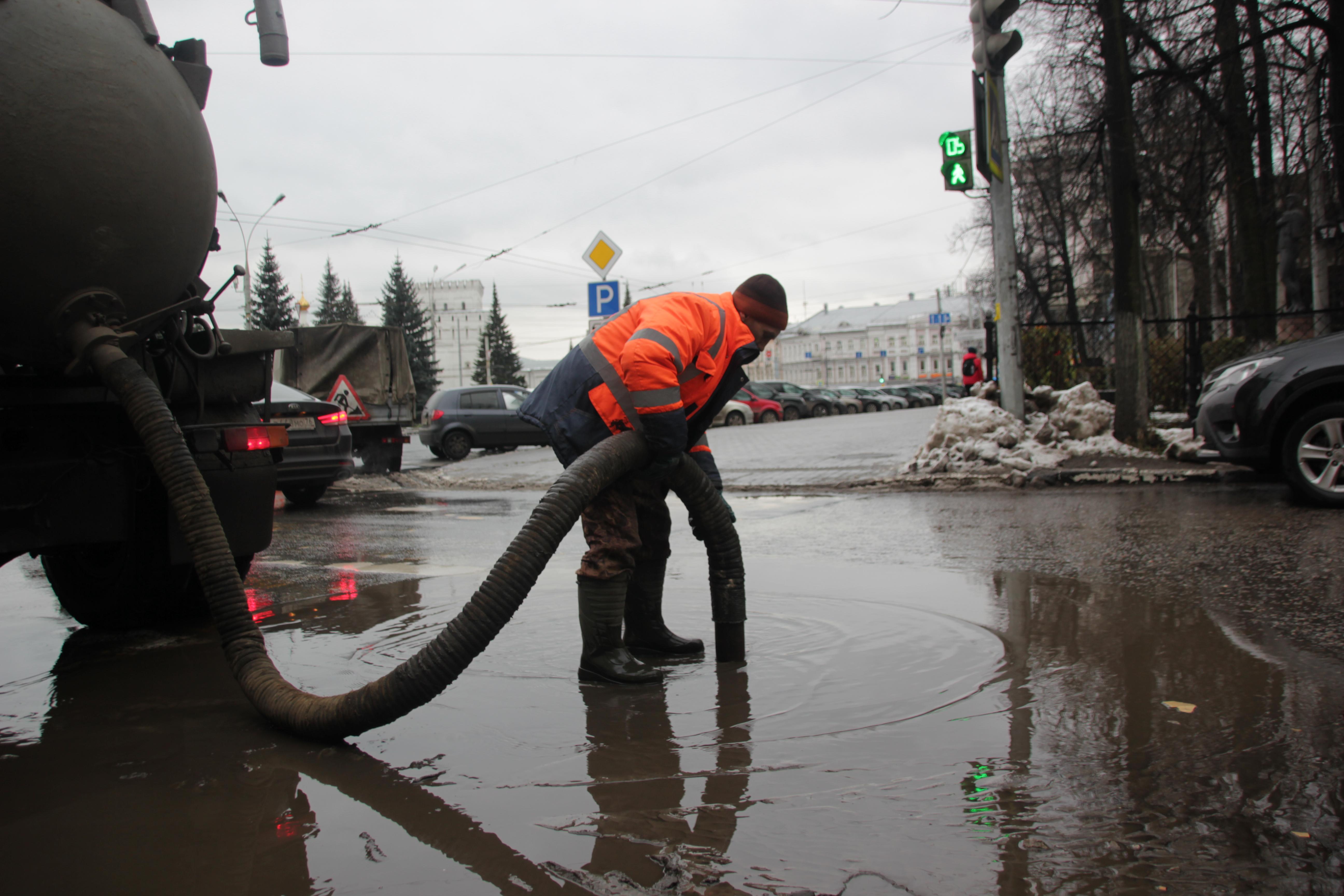 В Ярославле борются с подтоплениями на городских территориях