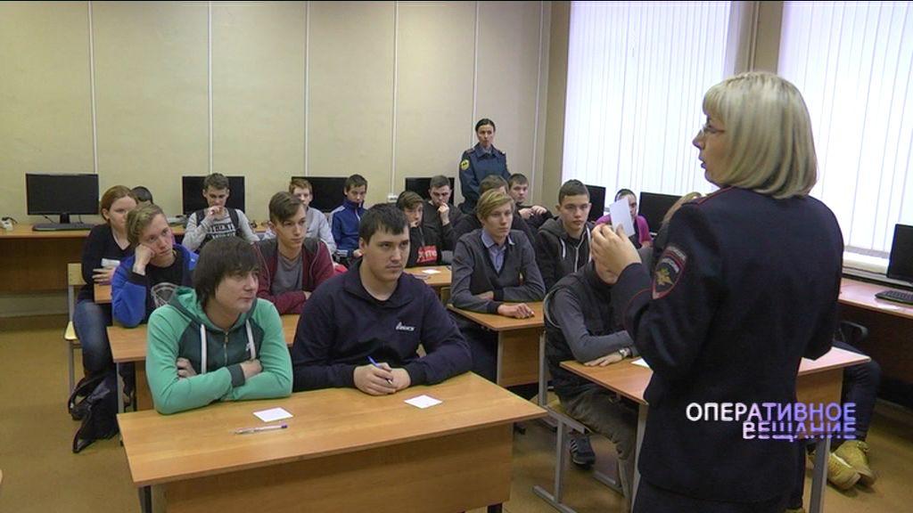 Сотрудники ГИБДД учат ярославскую молодежь правильному поведению на дорогах