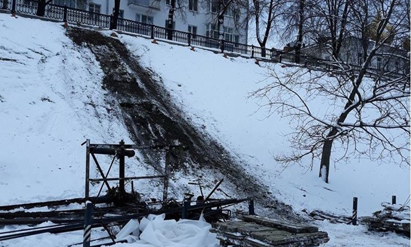 Стало известно, почему на Которосльной набережной демонтировали лестницу