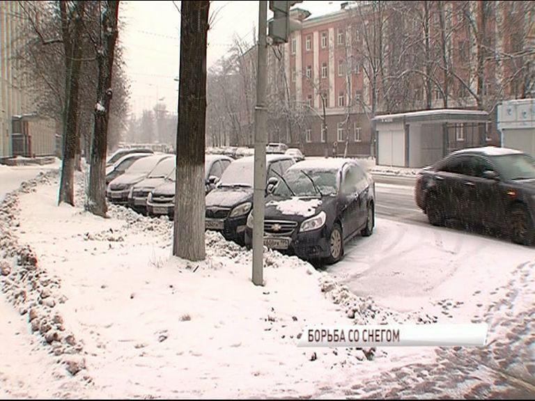 На расчистку улиц Ярославля выехало 190 единиц спецтехники