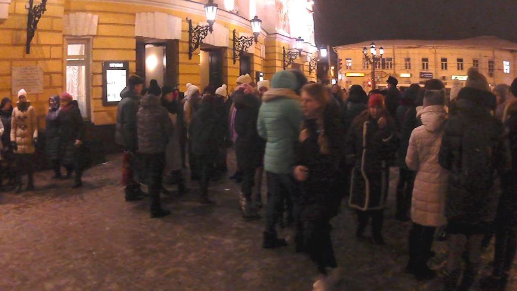 Посетителей Волковского театра экстренно эвакуировали