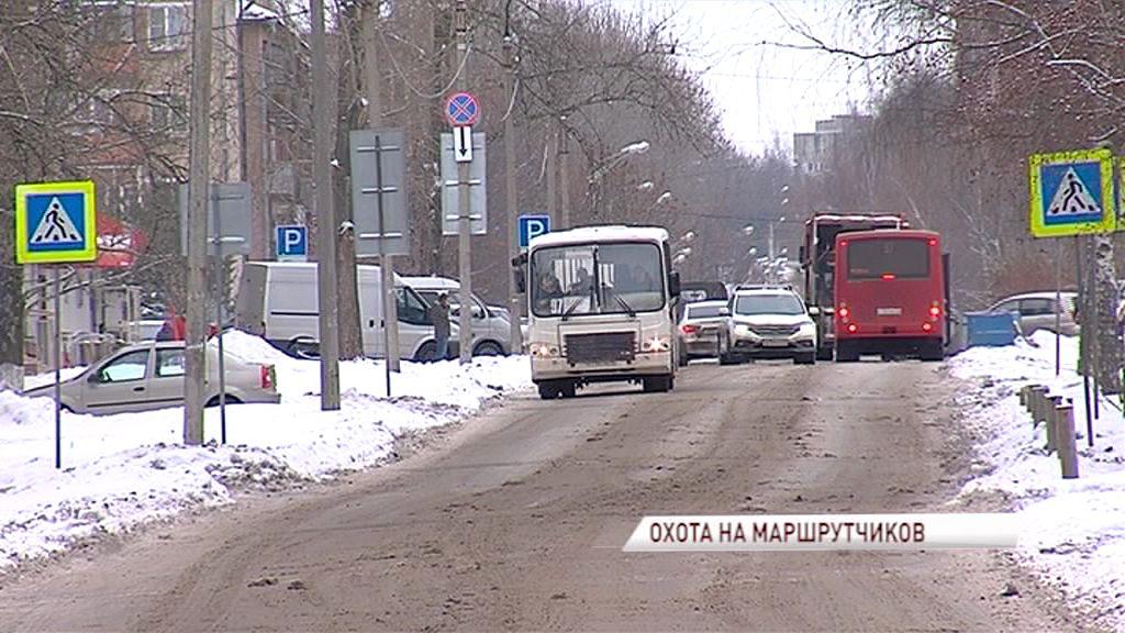 Сотрудники ГИБДД продолжают следить за водителями маршрутных такси