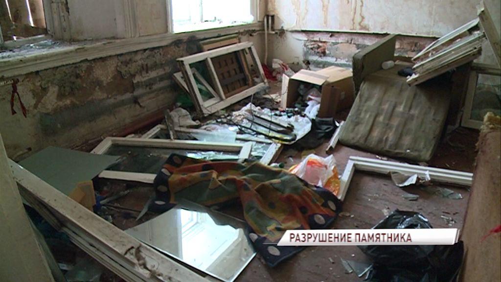 Дом-памятник в центре Ярославля разгромили вандалы