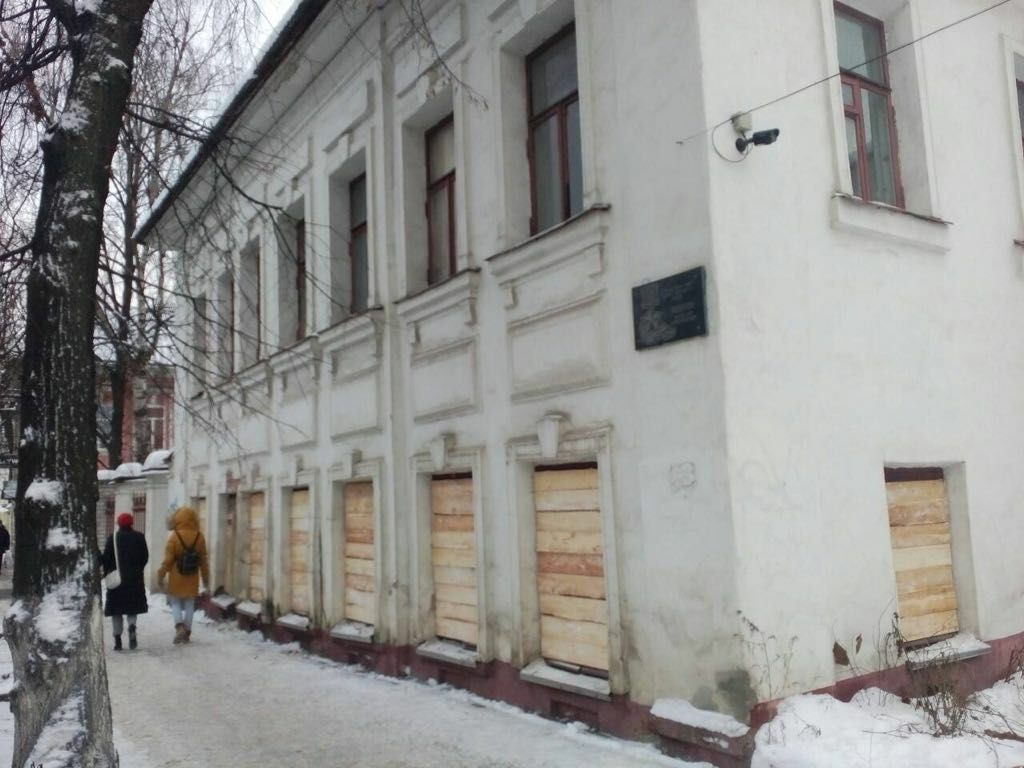 Доступ в дом №13 на улице Трефолева полностью закрыт