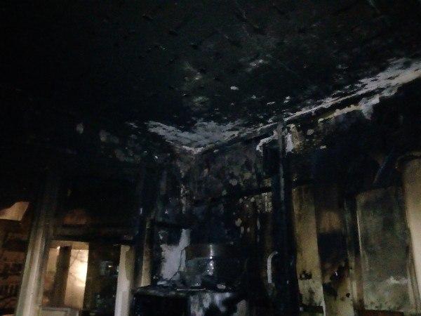 В огне в многоэтажке на Колесовой погибла женщина
